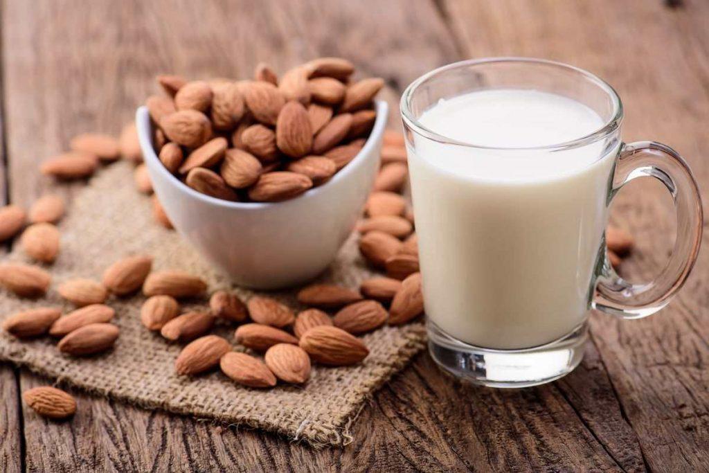 bibite per l'estate - latte di mandorle